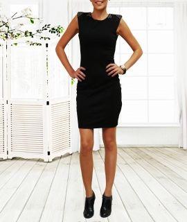 Черна дамска рокля с елементи по раменете